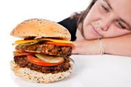 Калорийная пища выводит мозг из строя