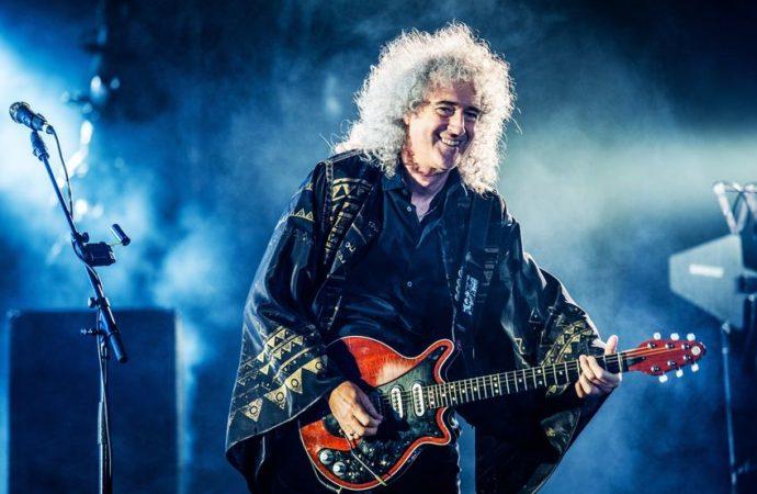 Брайан Мэй british rock band queen performing live at olimpiyskiy stadium, moscow, russia during world tour